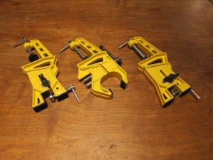 Set of clamps for ski servicing