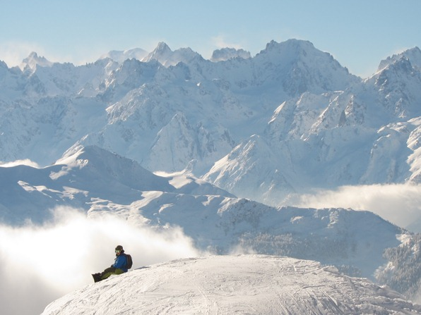 Snowboarder near Chalet Carlsberg, Attelas piste, with Mont Blanc in the distance